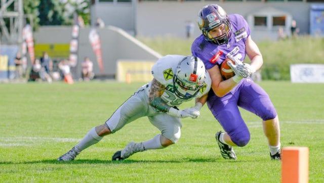 Vikings vs. Raiders (c) Nutville